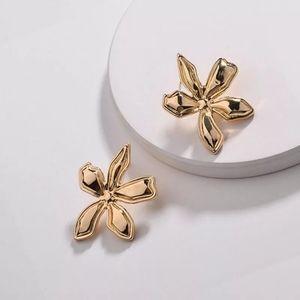 New Anthropologie Gold Flowers Stud Earrings